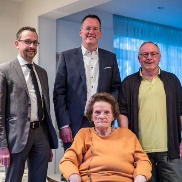 Hannelore Fuchs und Hans-Joachim Fuchs mit Oberbürgermeister Michael Ebling sowie dem Mainzer SPD Vorsitzenden Marc Bleicher.