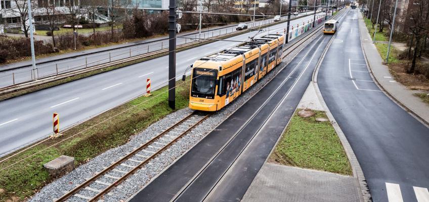 Die Mainzelbahn auf der Höhe der Universität